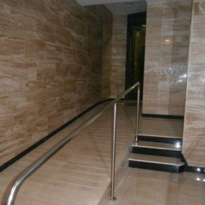 SUPRESIÓN DE BARRERAS ARQUITECTÓNICAS / CARRETERA DE SANS, 379  </br></br>Reforma de vestíbulo para eliminar las barreras arquitectónicas y facilitar su accesibilidad así como la renovación de su interior.