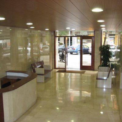 SUPRESIÓN DE BARRERAS ARQUITECTÓNICAS / CALLE DE TENOR MANSINI, 99-101 </br></br> Reforma de vestíbulo para eliminar las barreras arquitectónicas y facilitar su accesibilidad así como la renovación de su interior.