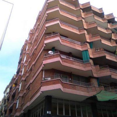 REHABILITACIÓN DE FACHADAS /  TRAVESERA DE GRACIA, 117    </br></br>Rehabilitación de fachada principal mediante la sustitución de todos los elementos de piedra artificial en cantos de balcón, alféizares y cubremuros.
