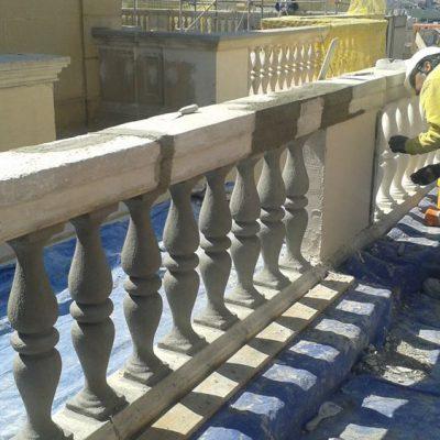 REHABILITACIÓN DE EDIFICIOS PATRIMONIALES / TORRE VITALICIO </br></br> Trabajos de restauración y rehabilitación de las balaustradas de piedra de las terrazas en las plantas superiores del edificio Vitalicio en Paseo de Gracia.